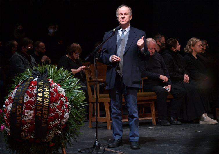 Актер Авангард Леонтьев.