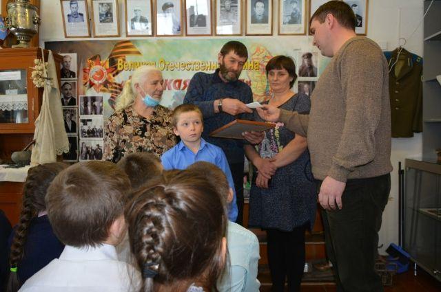Теперь не только память, но и частичка красноармейца, отдавшего жизнь за Родину, останется в семье Сташковых.