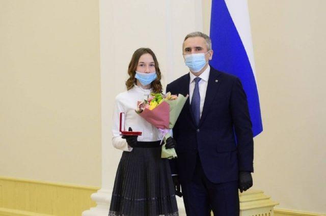 Александр Моор наградил тюменцев за доблестный труд и мужественные поступки