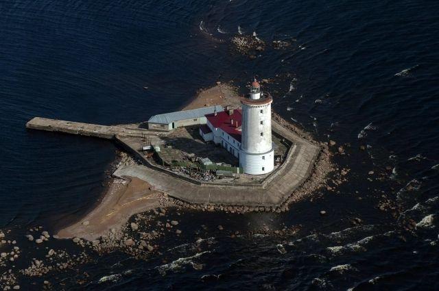 Толбухин маяк был построен в 1719 году по указу Петра I.