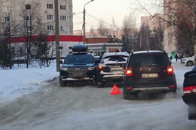 Из-за снега и наледи на дорогах увеличилось количество ДТП.