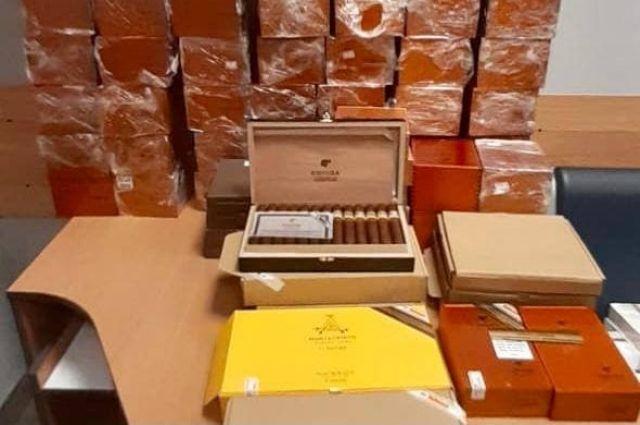Граждане Китая пытались ввезти в Украину контрабанду кубинских сигар