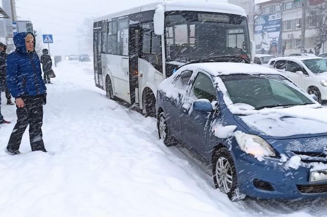 ГИБДД: на дорогах из-за неблагоприятных метеоусловий сохраняется сложная обстановка.