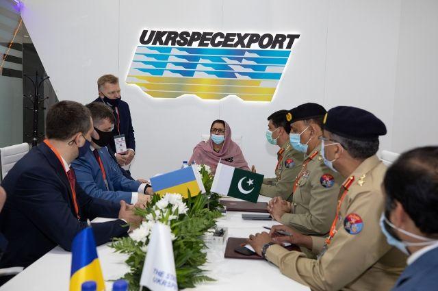 Украина подписала с Пакистаном контракт по ремонту танков