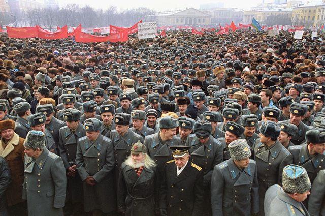 Митинг на Манежной площади в Москве, 23 февраля 1991 года.