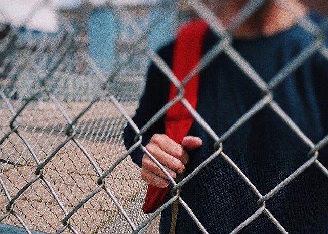 В Новосибирске группа подростков напала на школьника