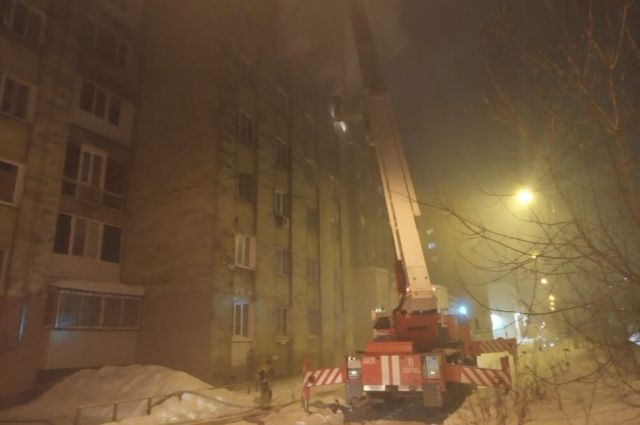 В Перми пожарные спасли из горящего дома 23 человек