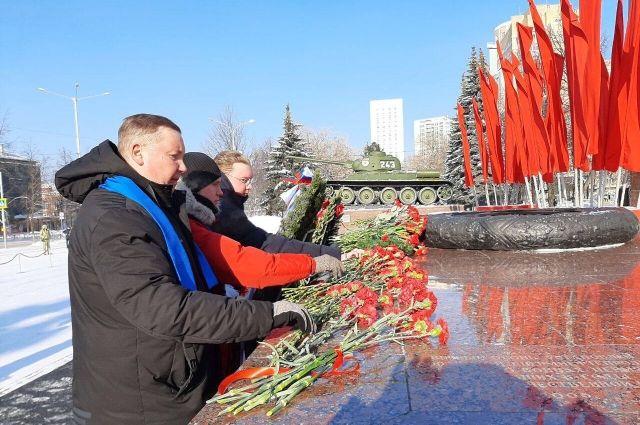Активисты возложили цветы к памятникам и мемориалам Великой Отечественной войны