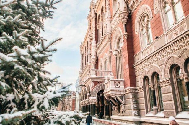 Украинские банки должны обслуживать жителей Крыма без справки беженца