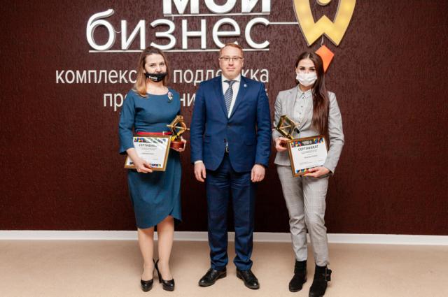 Наталья Климова и Елена Сафонова получили статуэтки «Золотой домкрат»