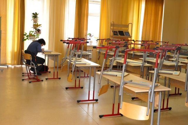 Из-за морозов отменили занятия у части учащихся республики.