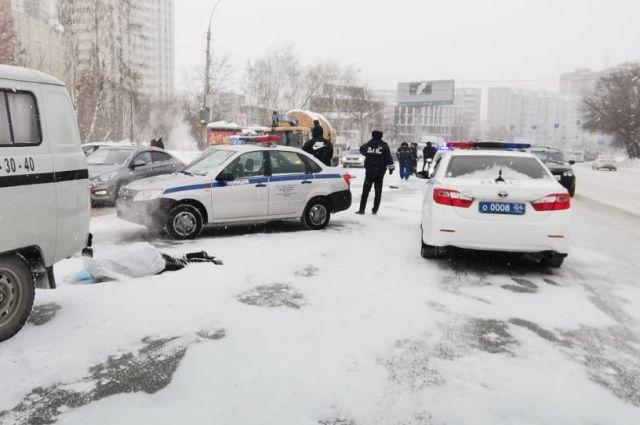 Женщина находилась вне зоны пешеходного перехода. От полученных травм пенсионерка скончалась на месте.