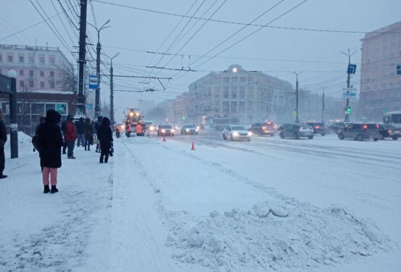 Жители Челябинска утром с трудом дождались транспорта.