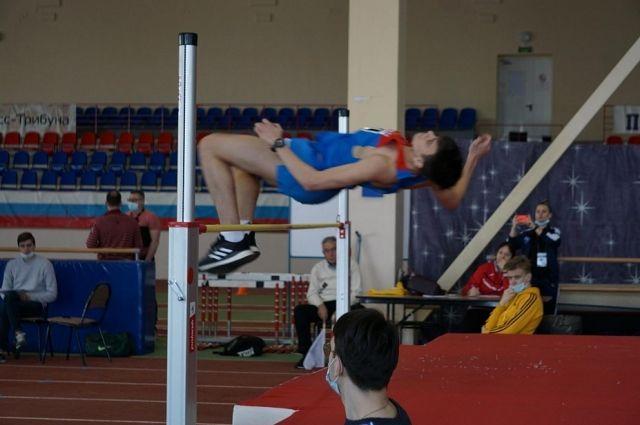 Денис Галацкий среди юношей с первой попытки легко преодолел заявленную высоту