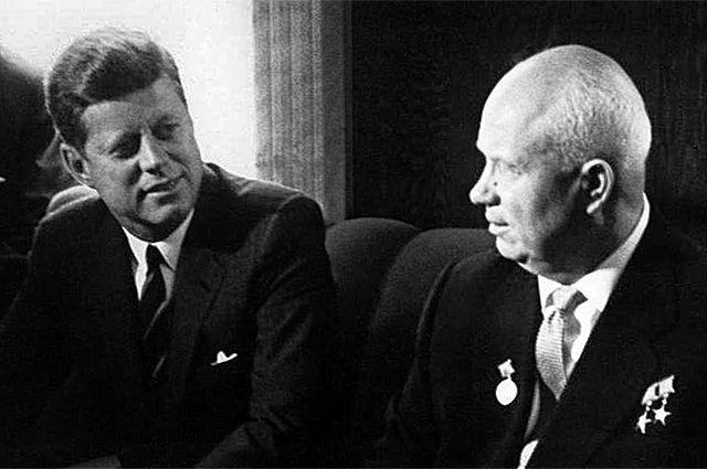 Джон Кеннеди иНикита Хрущев наВенском саммите 4июня 1961года.