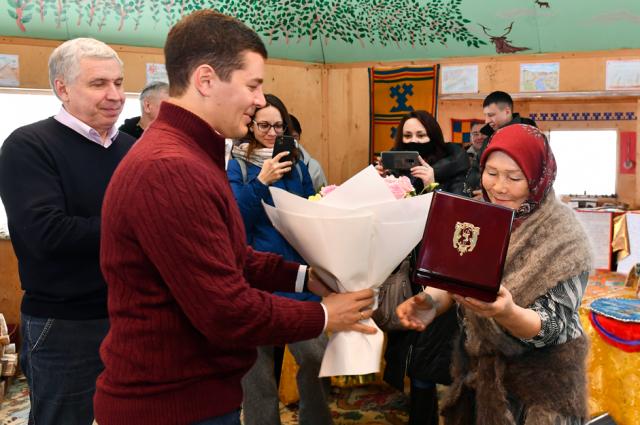 Его вручил губернатор Дмитрий Артюхов