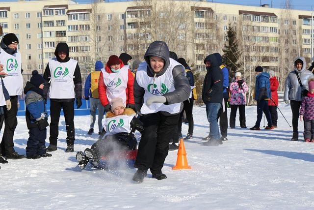 Команда союза молодежи ПАО «Курганмашзавод» в эстафете на тюбингах