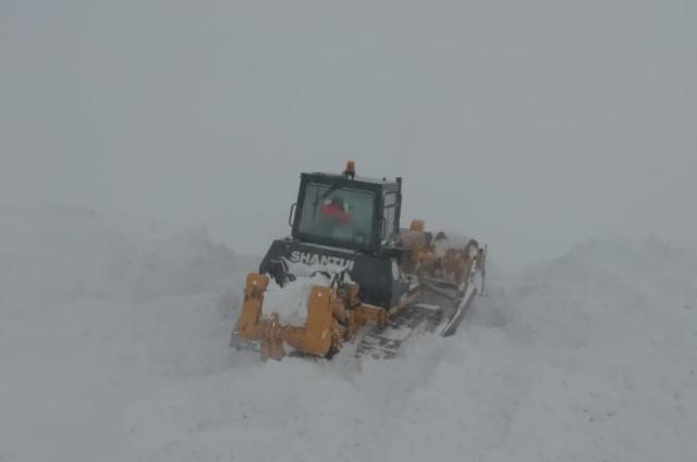 На трассе Орск-Челябинск из-за непогоды в снежный затор попали 20 автомобилей.