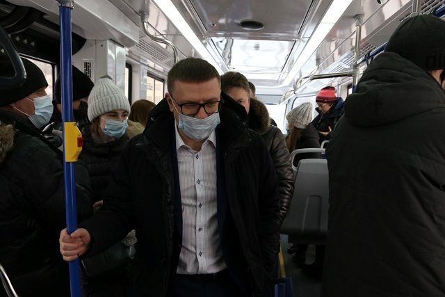 Алексей Текслер прокатился на новом трамвае, чтобы лично оценить его преимущества.