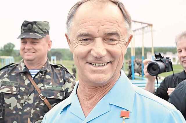 Герой Советского Союза генерал-полковник Валерий Востротин полностью выполнил план своей службы.