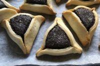 Оменташен или «уши Амана» - треугольное печенье с начинкой.