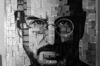 Местный художник сделал портрет Стива Джобса из 498 iPhone.