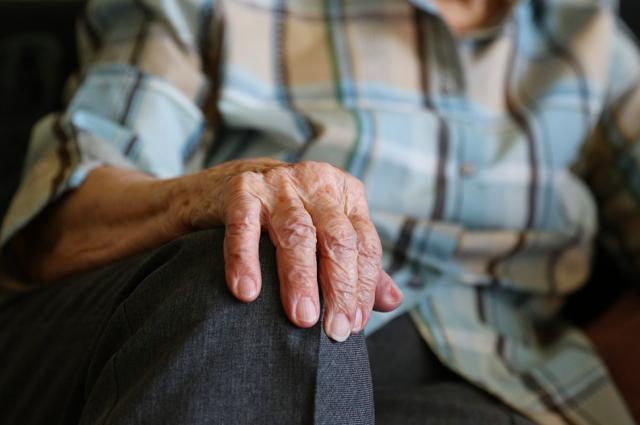 Лежала в подполье: в Ижевске спасатели помогли пожилой пенсионерке