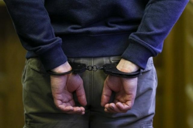 Подозреваемого оперативно задержали полицейские.