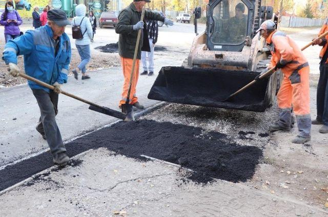 Андрей Жугин раскритиковал администрацию Оренбурга за недоделанные тротуары.