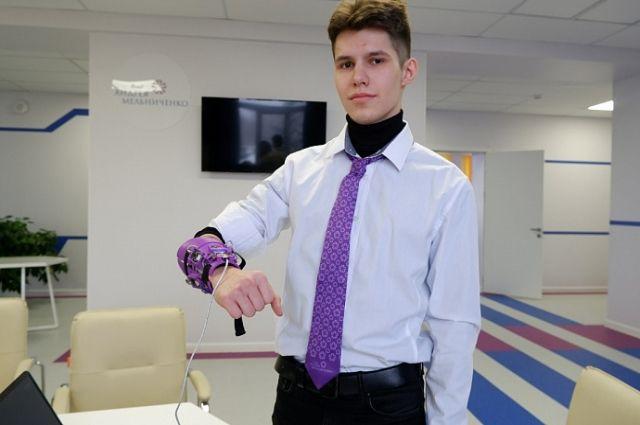 Вадиму предстоит подготовка к крупнейшему в мире ежегодному научно-техническому конкурсу юных талантов.