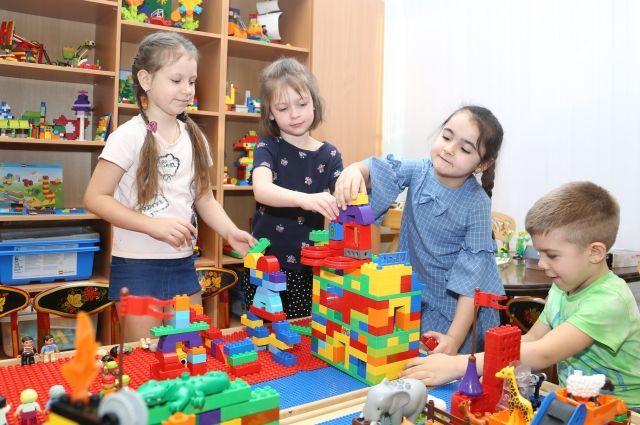 Для детей купили конструкторы и лего-наборы