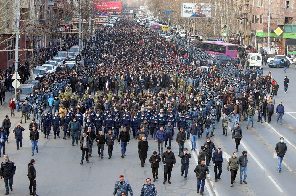 Премьер-министр Армении Никол Пашинян и его сторонники прошли маршем в Ереване.