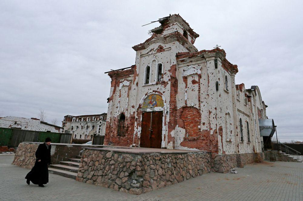 Иверский монастырь, сильно поврежденный артиллерийским огнем.