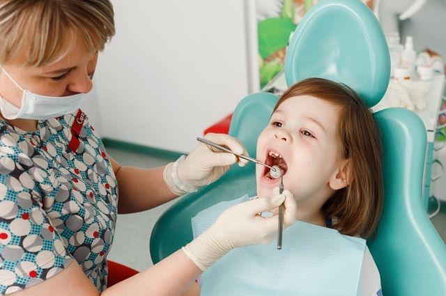 Стоматологи ответили на вопросы тюменцев о лечении детских зубов