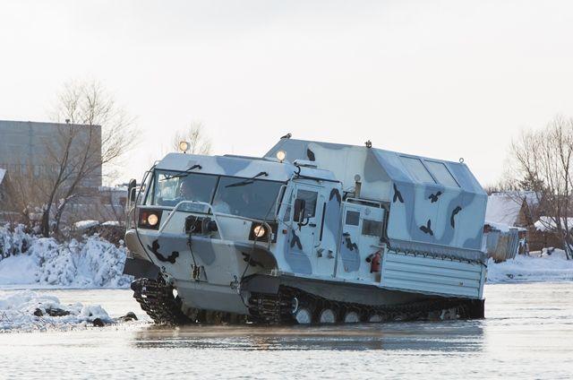 ТМ-140 с легкостью преодолевает водные преграды.