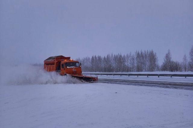 Из-за метели и обильного снегопада перекрыты два участка на трассах М-5 «Урал» и М-7 «Волга».