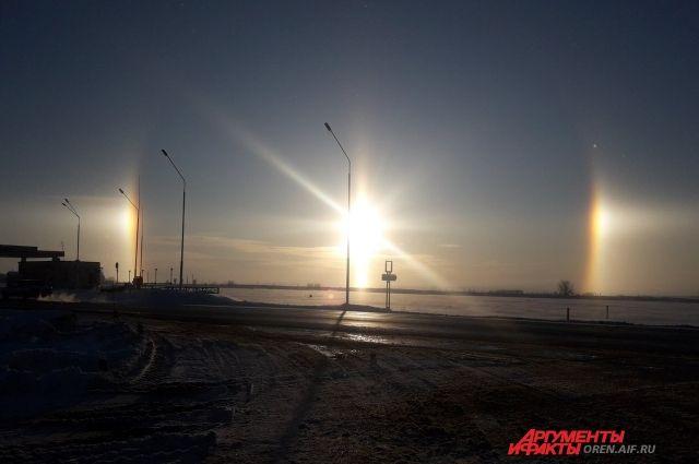 «Зимняя радуга»: природа второй раз порадовала оренбуржцев гало в небе.