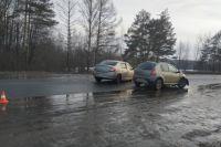 Автомобиль зацепил обочину и вылетел на встречку.