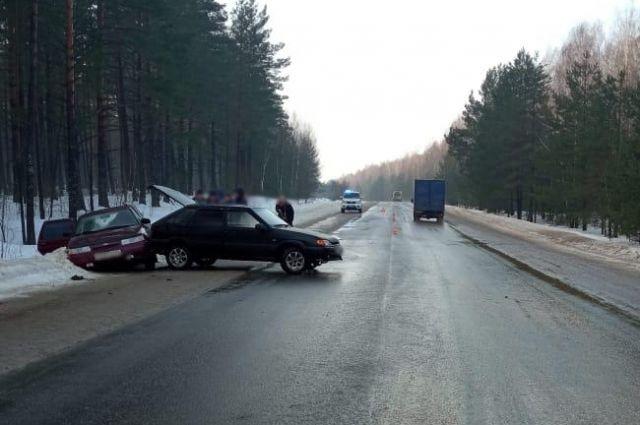 ДТП произошло около 07.45 на 11 км автодороги «Брянск – Новозыбков – Трубчевск» в Трубчевском районе.