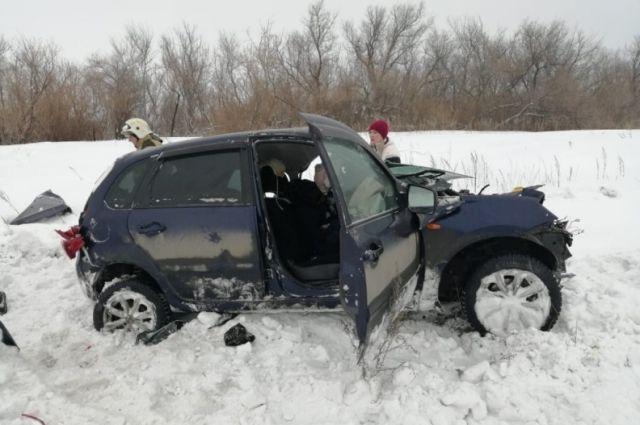 В аварии на дороге в Оренбургской области один человек погиб, трое – пострадали.