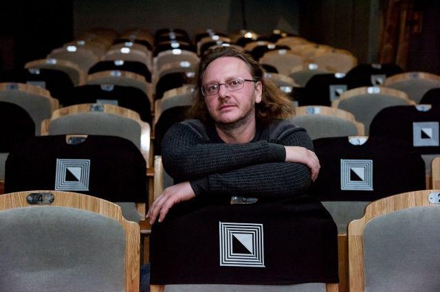 Артур Соломонов в зрительном зале Камерного театра перед премьерой спектакля.