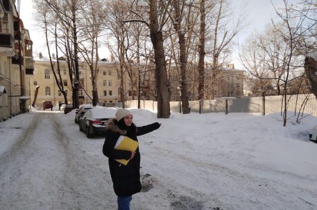 Житель Дильфуза Пардабаева: От подъездов до забора максимум 7 м.