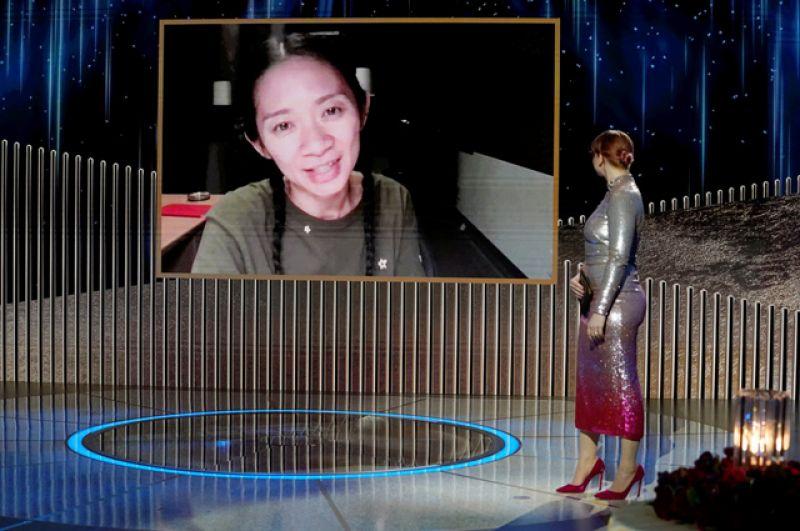 Обладателем приза за лучшую драму стала картина Хлои Чжао «Земля кочевников», в которой речь шла об американцах, которые пострадали в результате финансового кризиса 2008 года.