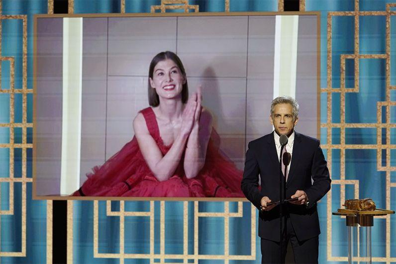 Лучшей комедийной актрисой была названа Розамунд Пайк за главную роль в фильме «Аферистка». Победительницу объявляет Бен Стиллер.