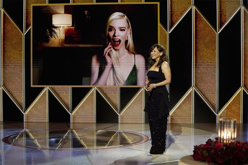 В разделе мини-сериалов победу праздновал «Ход королевы», который не раз назывался лучшим сериалом 2020 года. Аня Тейлор-Джой, сыгравшая в «Ходе королевы» главную роль — гениальной шахматистки Бет Хармон, была названа лучшей актрисой в этой категории.