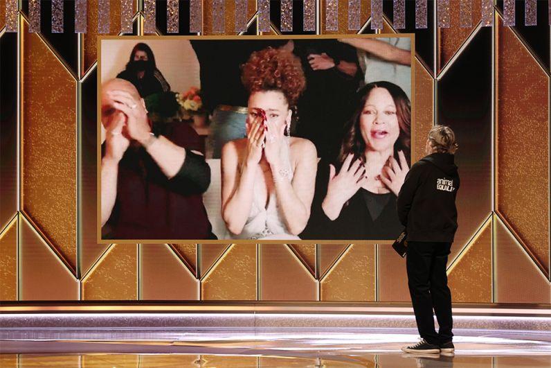 В номинации «лучшая драматическая актриса» члены ассоциации явно выбирали среди двух исполнительниц ролей известных певиц прошлого — победила Андра Дей (в центре), сыгравшая в картине «Соединённые Штаты против Билли Холидей».