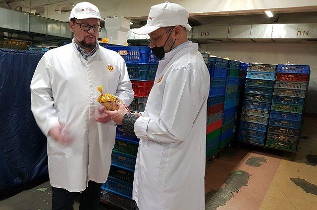 Ойген Аллес(справа): «Познакомившись с вашим предприятием, я научился многому и многое узнал»