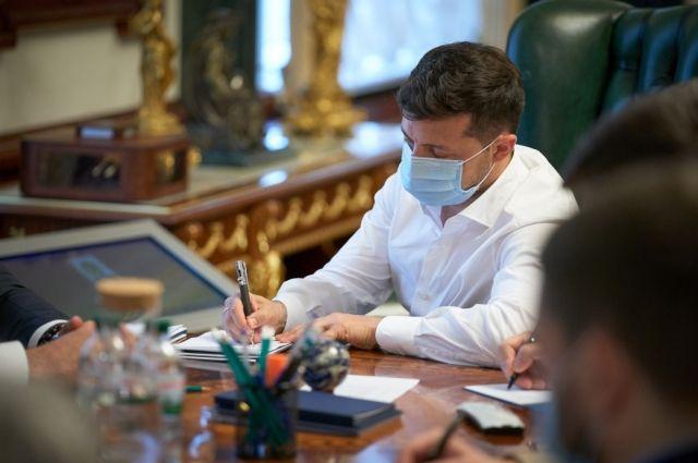 Зеленский ввел в действие указ СНБО о санкциях против ряда должностных лиц