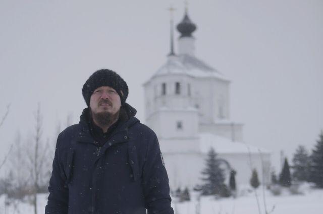 Отцу Серафиму придется поменять храм Воскресения Христова в Куньинском районе на скит в Новоржевском районе