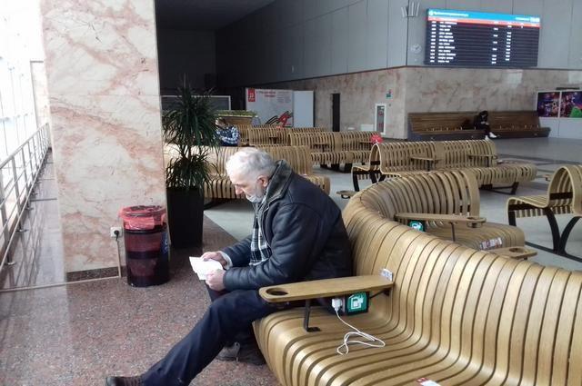 Олег Евдокимов до сих пор стесняется, что он бездомный и не дает фотографировать себя в лицо.